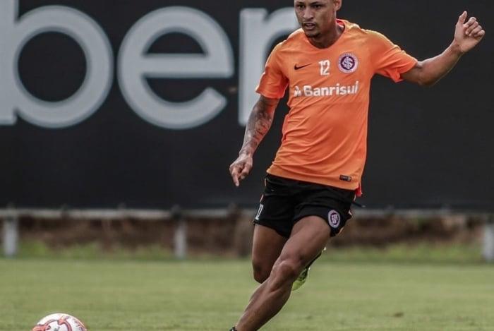 O atacante Neilton está na mira do Botafogo para o restante da temporada