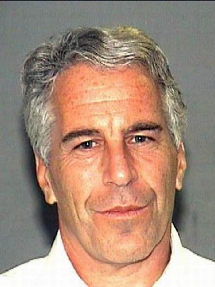 Magnata Epstein, preso por abusar de menores, foi encontrado morto na prisão
