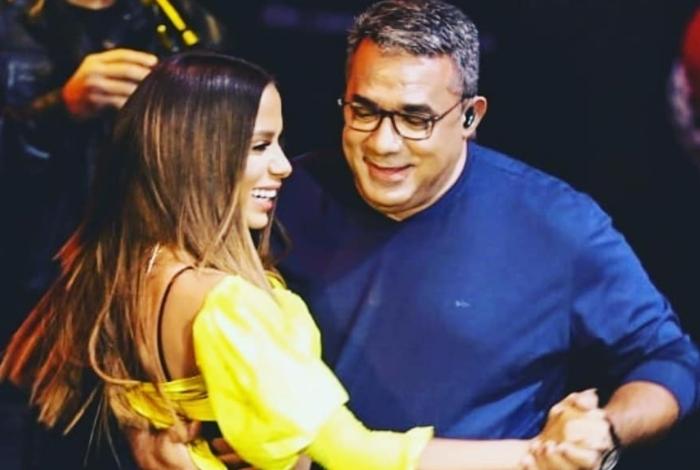 Anitta dança com Painitto
