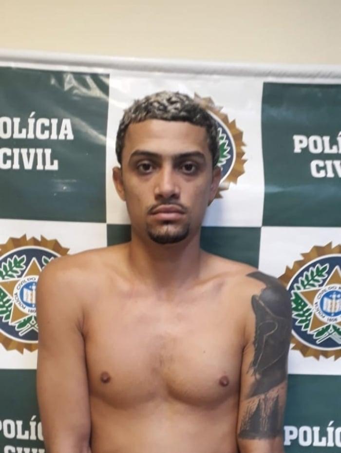 O traficante foi preso com espingarda e drogas