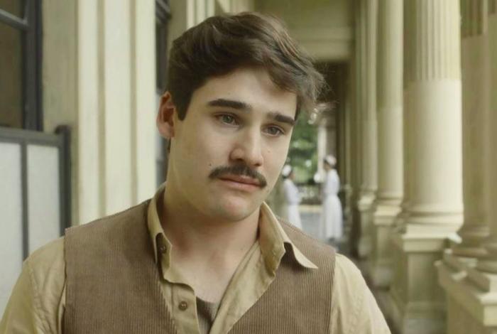 Alfredo (Nicolas Prattes) se culpa pelo estado de saúde de Júlio (Antonio Calloni), em 'Éramos Seis'