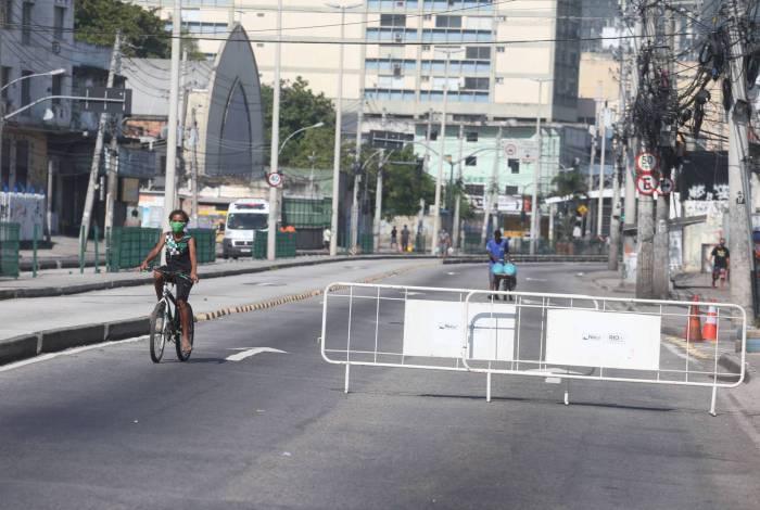 Bloqueio na Avenida Edgard Romero, em Madureira